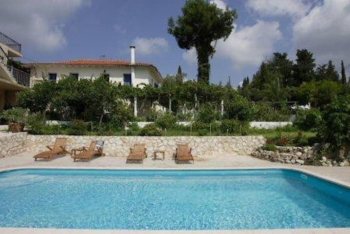 Villa Milisis,3 luxurious apartments,private pool - Marantochori - Квартира