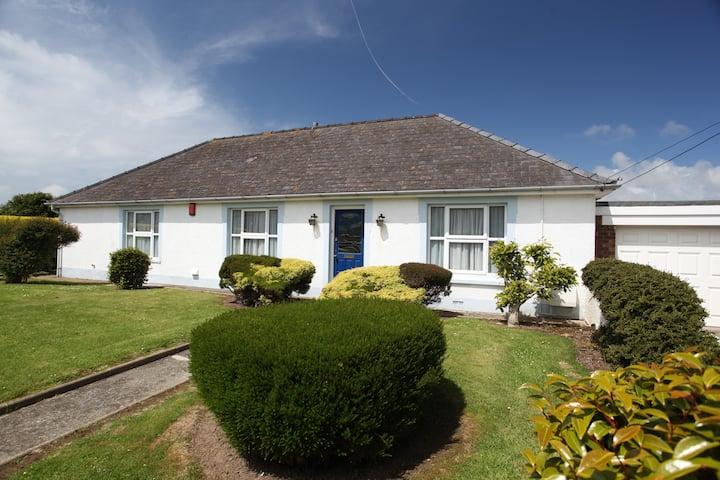 Sibrwd y Clychau: Large bungalow with scenic views
