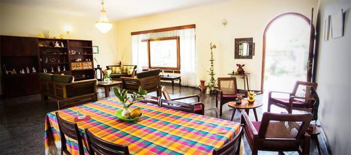 Renuka's Vintage Villa (Room 1)