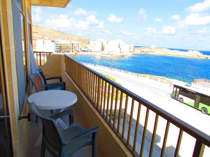 D6-Panoramic Seafront Apartment -*Aircon*-