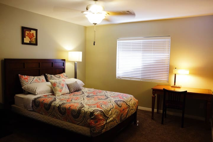 Private Guest Room near Red Rock Canyon - Las Vegas - Villa