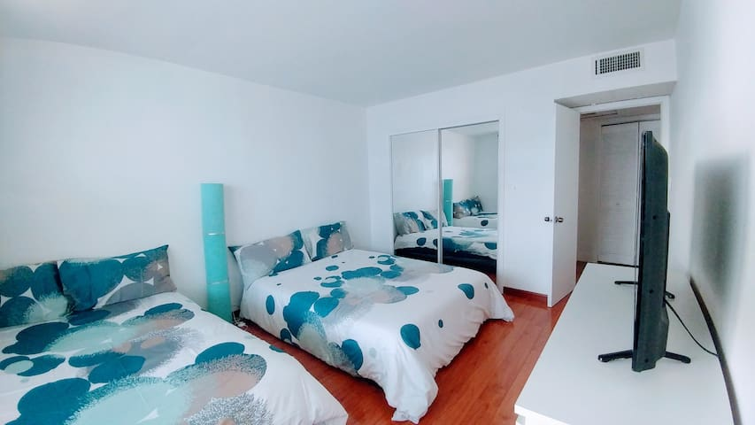Large 1 BR with balcony - Center of South beach