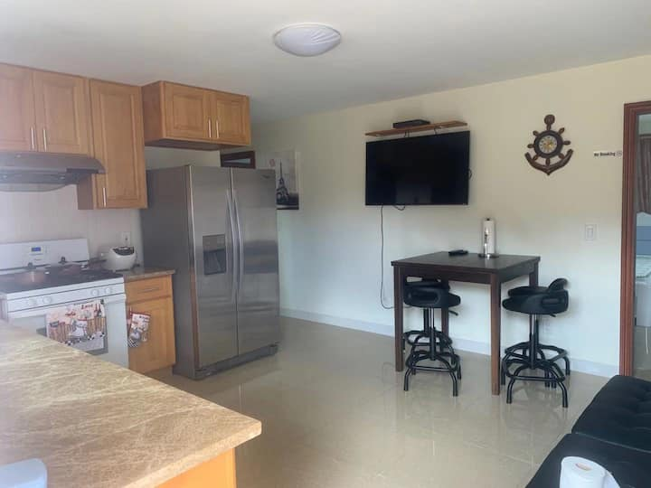2 bedroom unit next to Diamond ahead (30 day stay)