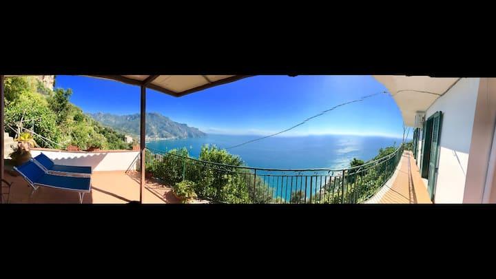 Beautiful villa overlooking the sea