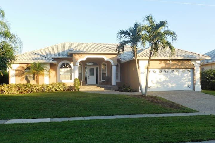 Waterfront Home, Gorgeous Views, Remodeled! - Marco Island - Hus