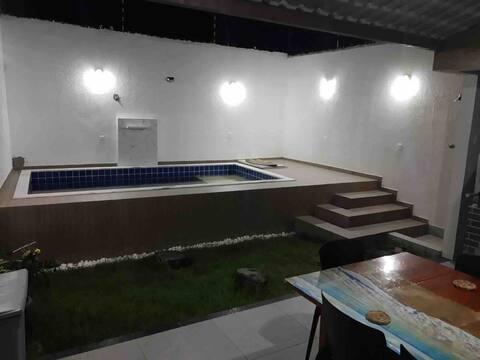 Casa próxima ao mar com piscina