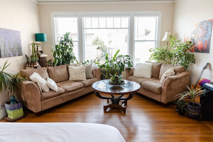 Fully Furnished Studio -- Great Location