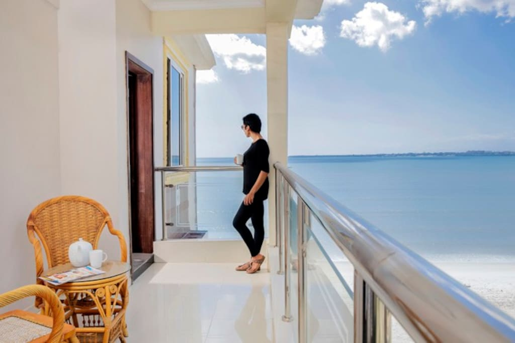 Oceanwave Apartments with Uninterruptible Ocean View