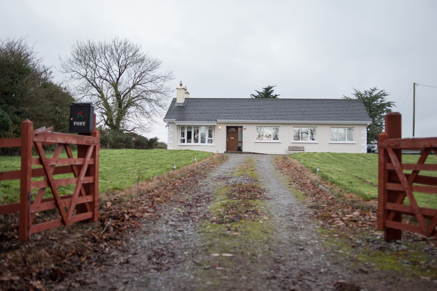 Homely bungalow, close to Cork Races, Mallow town and some wonderful Restaurants.