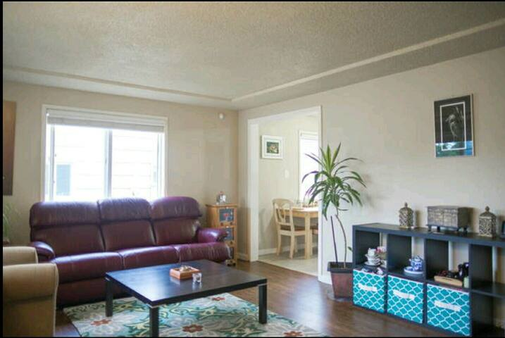 Warm and cozy room with shared bath - Tacoma - Haus