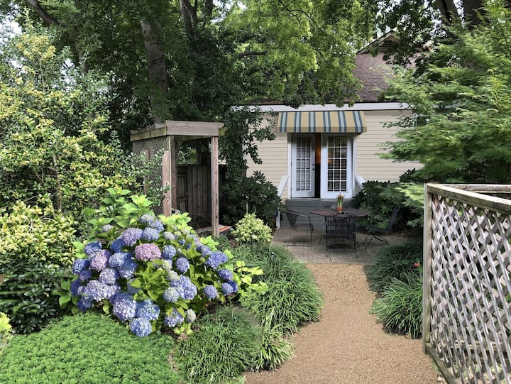 Upscale Garden Cottage in Downtown Little Rock