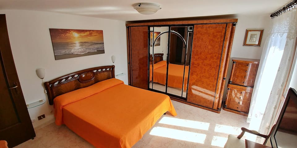 Big double room near the station.