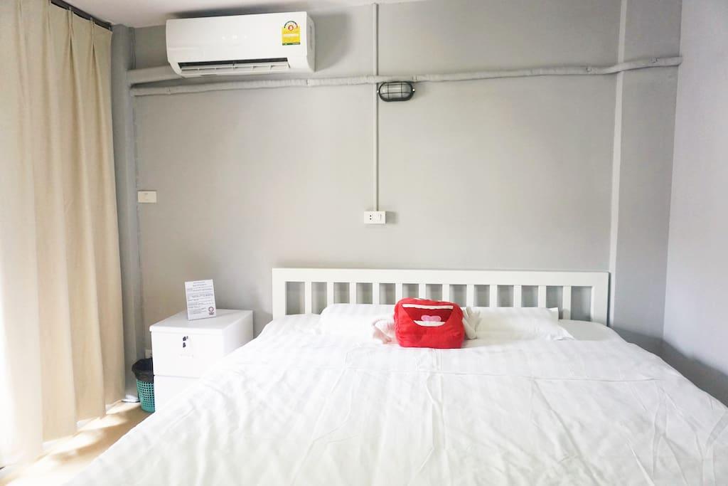 阳台大床房big bed room with balcony