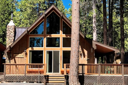 Loflin Lodge- Prime Location & Picturesque Windows