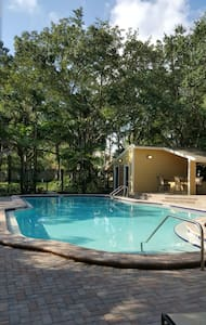 Luxury private bedroom + bathroom - Oldsmar