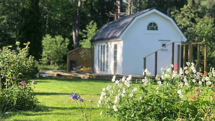New mini-villa by the creek close to Stockholm