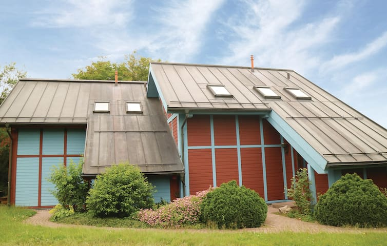 Semi-Detached with 3 bedrooms on 90m² in Oberhof