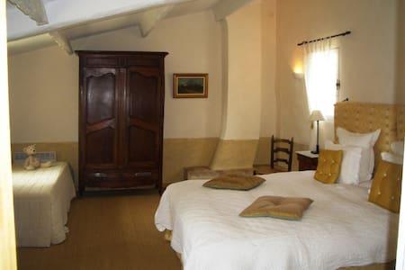 Mas de la Boissiere B&B Cucuron - 6 rooms - Cucuron
