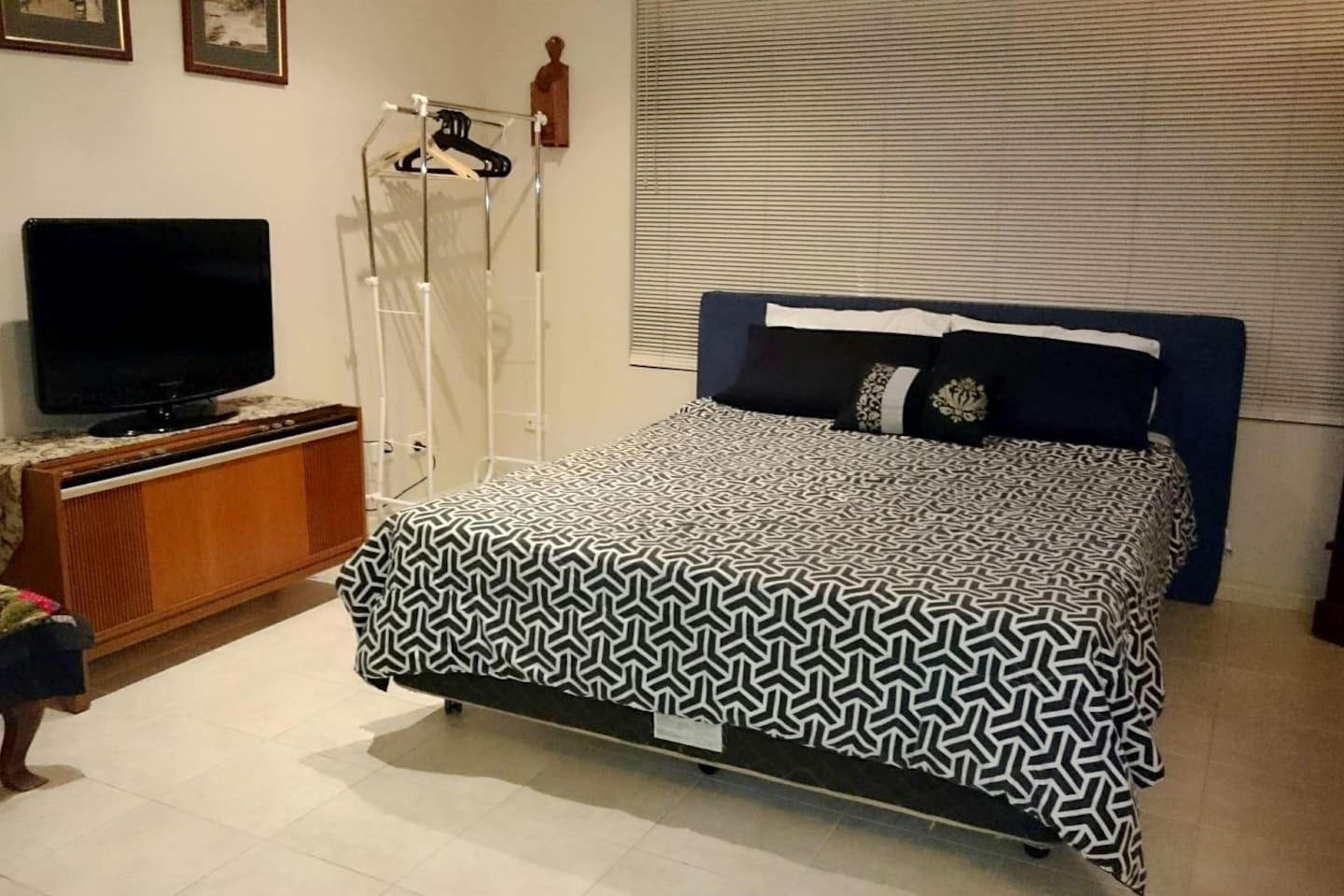 Pool Side Room, Queen Bed and TV