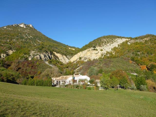 Gîte au calme, en peine nature ! - Saint-Ferréol-Trente-Pas - Dům