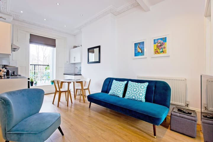 Islington Great 1 bed & terrace BOOK for Summer