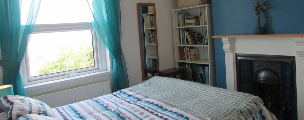 Cosy double room in Penclawdd N.Gower Nr Swansea
