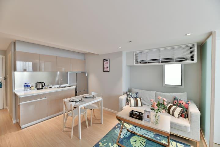 【武夷路+静安寺商圈】高层55m²精致套房公寓/4条地铁,直达外滩/机场等