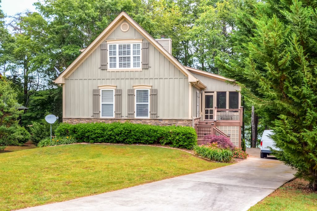 This house has been fully updated recently, inside and out!