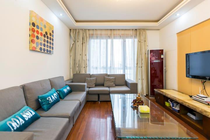 沙发床 SALE 毗邻8、9、10号地铁,豫园、城隍庙、人民广场、新天地、外滩旁高端社区 - Shanghai - Lägenhet