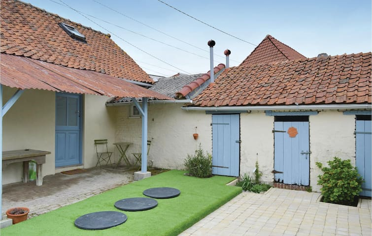Holiday apartment with 3 bedrooms on 72m² in Grigny