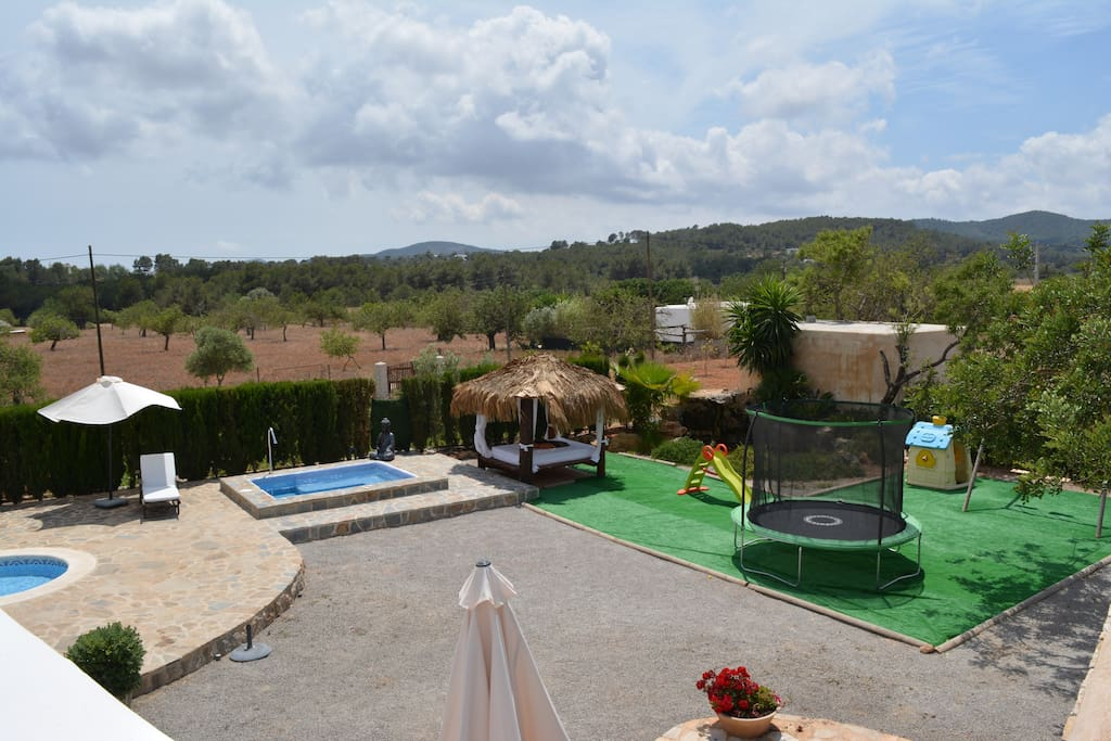 Exterior, jacuzzi, chill out, lago y zona niños
