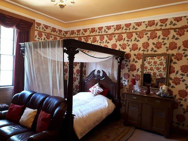 Hallgreen Castle rooms