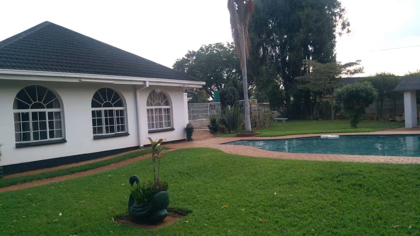 Beautiful Tranquil Home -SHORT&LONG TERM STAYS