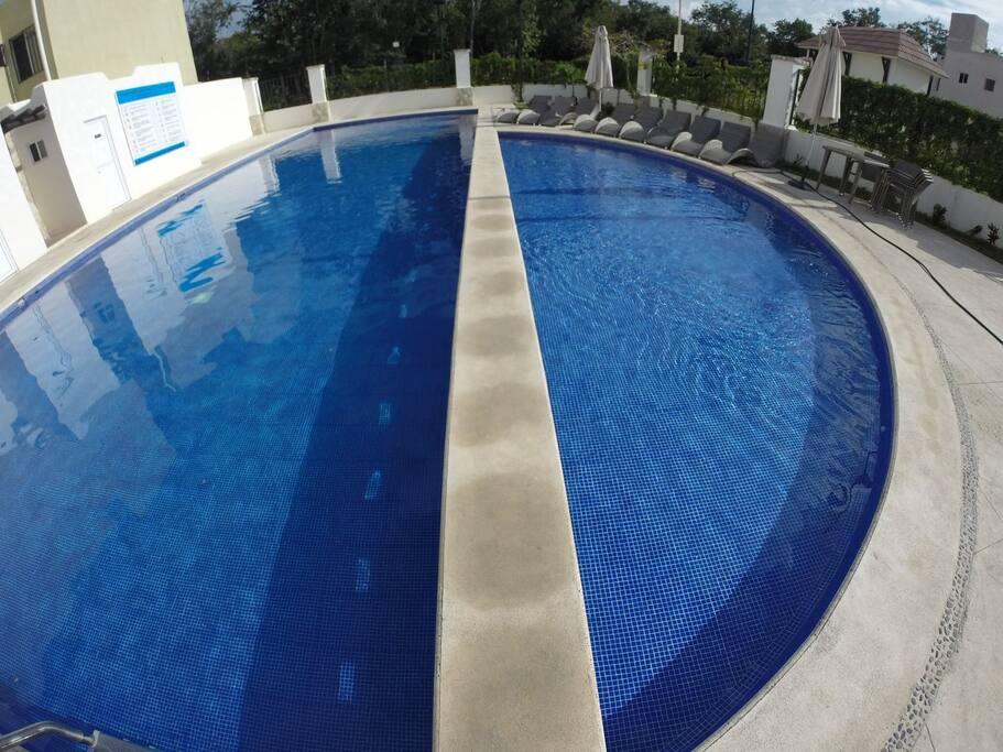 Área de niños dentro la piscina.