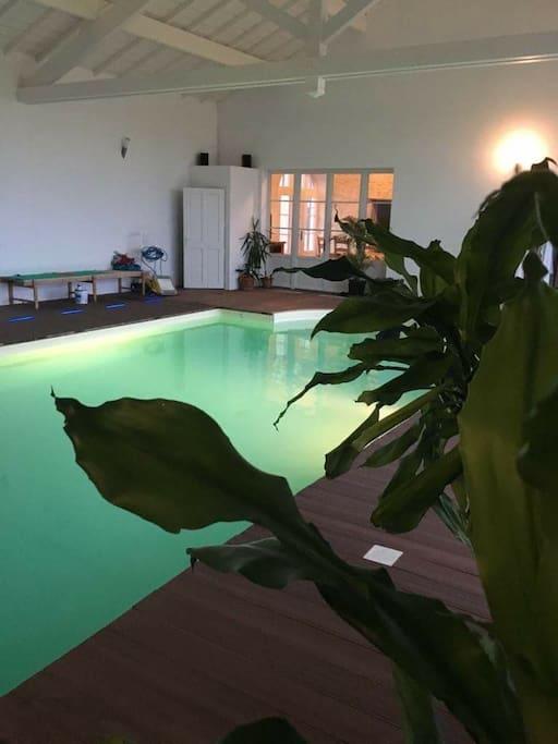 Chateau meline avec piscine interieure chauffee ch teaux louer burey la c te grand est - Airbnb piscine interieure ...