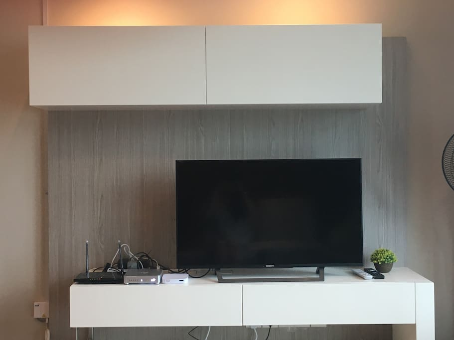 TV Table + High Speed WIFI