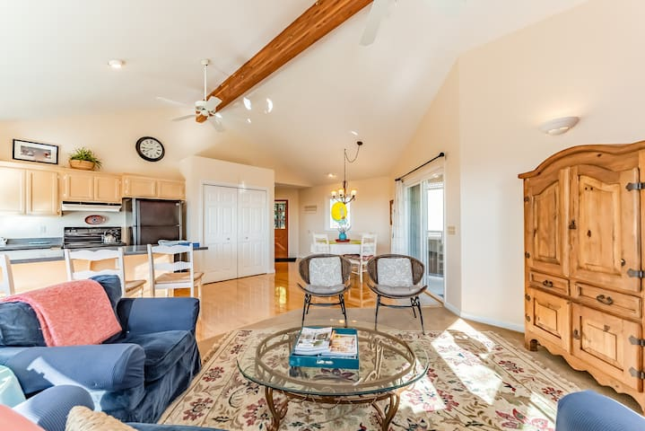 Inviting home next to Arcata's Redwood Forest w/ panoramic views of the bay