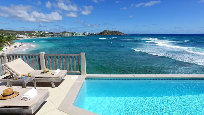 2BR oceanfront house w/ infinity private pool