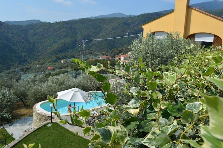 Villa con piscina, vista mare - Magliolo