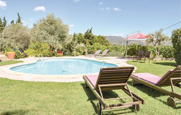 Nice home in Sarrians with Outdoor swimming pool and 1 Bedrooms