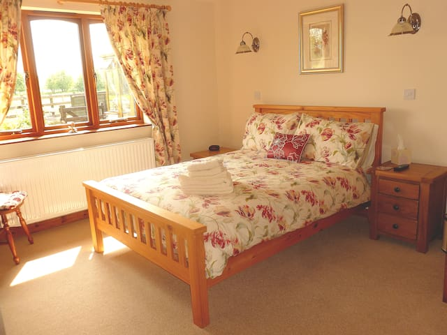 Cosy large family En-Suite room Sunset House B&B