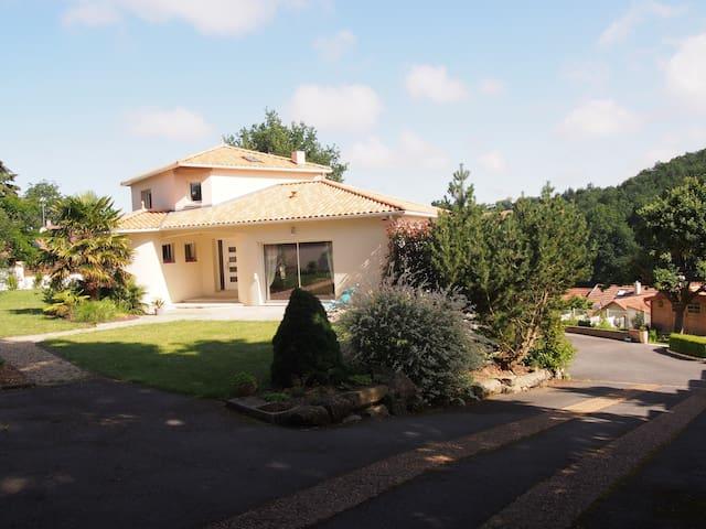 St LAURENT SUR SÈVRE -Chambre à 10' du PUY DU FOU