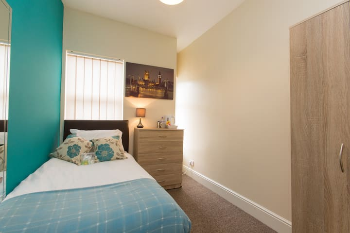 Townhouse @ Minshull New Road Crewe -Single Room 1
