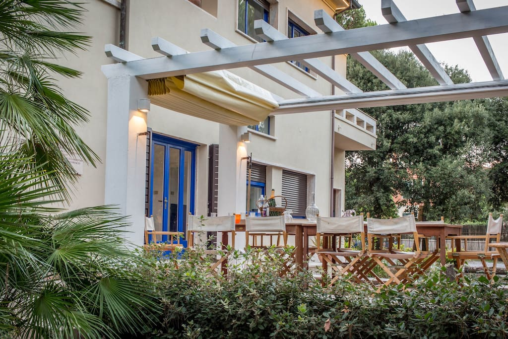 Patio with amenities (sea side)