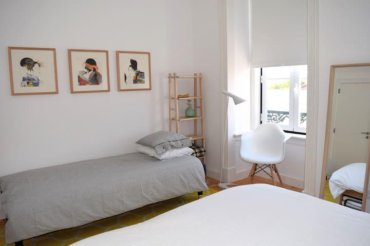 Room 2 with extra bed