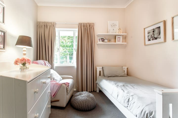 Bedroom 3 - single bed OR cot
