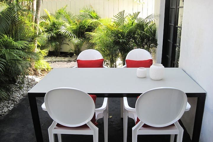 New Listing! 3 Room Pool Guest-House Suite (Oprah) - Miami Beach - House