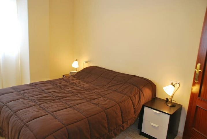 Bright room with double bed. - La Línea de la Concepción, Andalucía, ES - Rumah