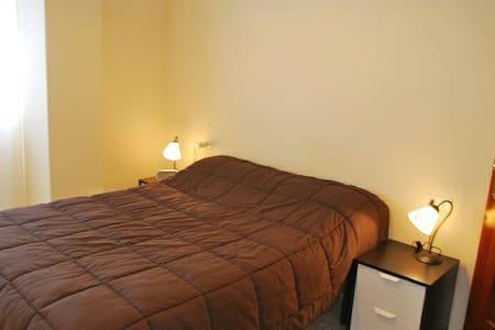 Bright room with double bed. - La Línea de la Concepción, Andalucía, ES - Hus