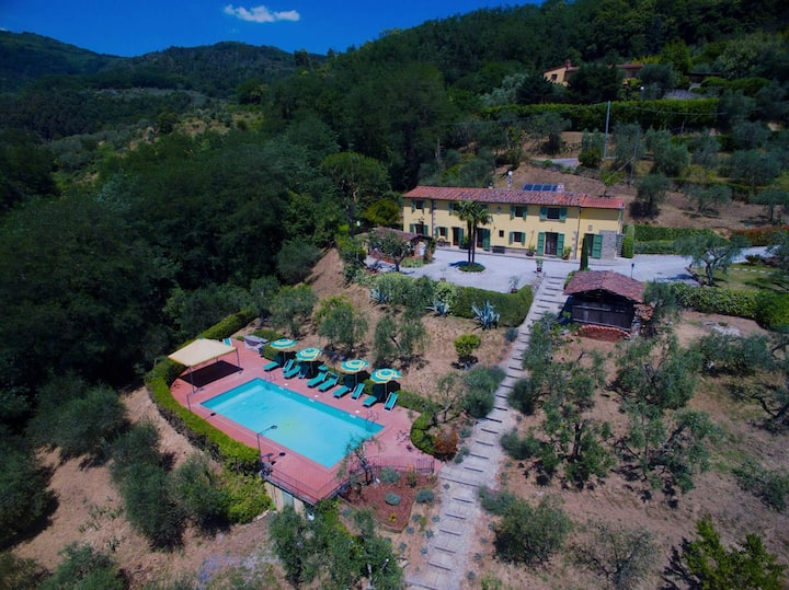 Panoramic villa with private pool in Tuscany!